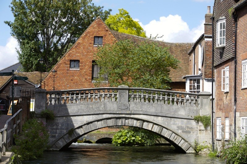 Winchester City Mill, Hampshire and bridge spanning the River Itchen. The Mill was first recorded in the Domesday survey of 1086, but was rebuilt in 1744, and is now restored to full working order