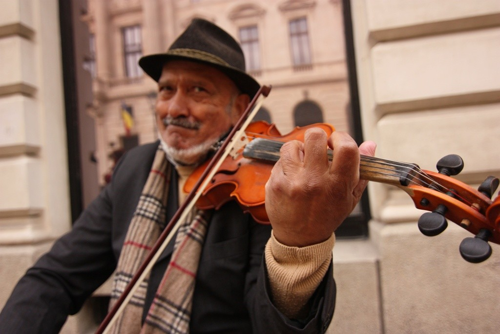 Old man playing violin in Bucharest, Romania