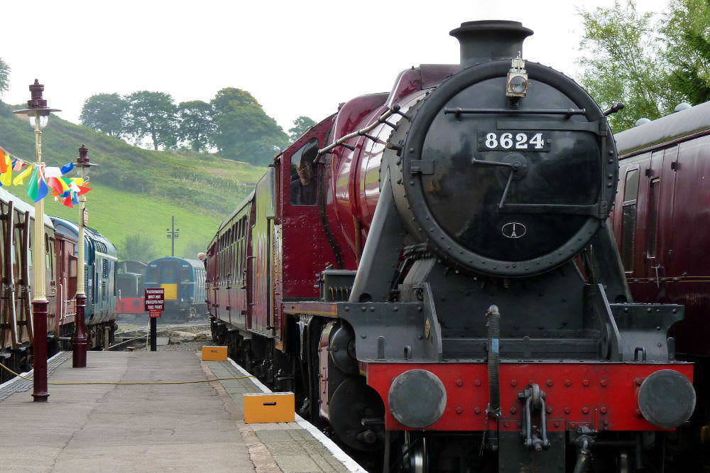 Steam Train Lunch Gift Experience at Churnet Valley Railway