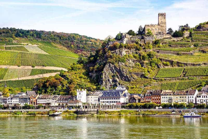 Picture postcard castle on the Rhine Valley Line