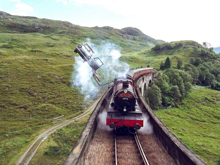 Harry Potter Hogwarts Express Bridge and Flying Ford Anglia